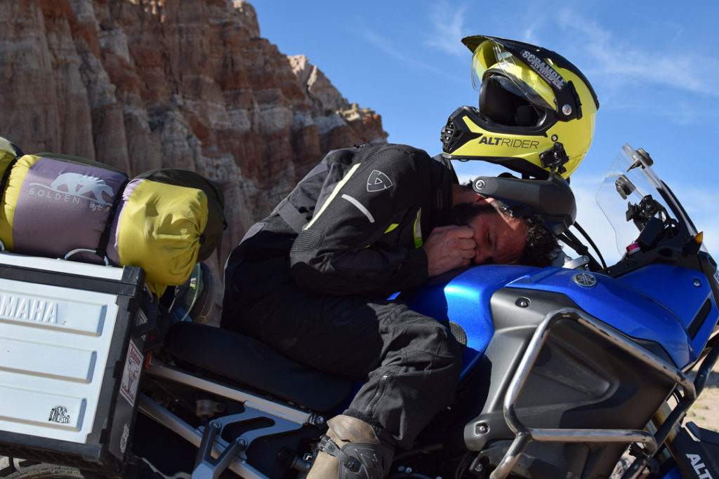dormir sur sa moto : le plus simple pour allier camping moto ?